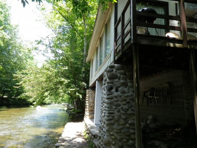 river_cabin.jpg