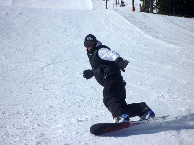 snowboarders-245182_640.jpg