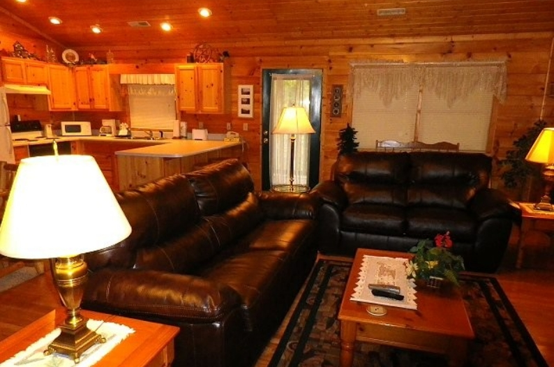 Gatlinburg 1 bedroom pet-friendly cabin - kitchen | Diamond Mountain Rentals
