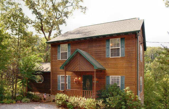 Gatlinburg 3 bedroom cabin | Diamond Mountain Rentals