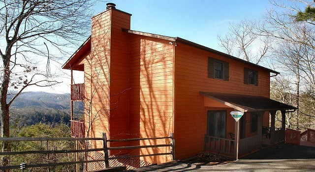 Gatlinburg two bedroom pet-friendly cabin | Diamond Mountain Rentals